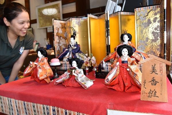 蔵の街の至る所で飾られているひな人形