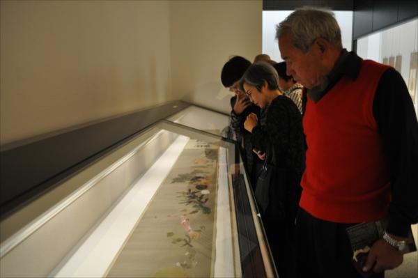 「菜蟲譜」が期間限定公開され多くの来場者が訪れている吉澤記念美術館