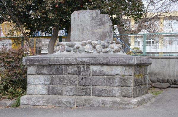 【直政6】安中小にある「安中城址」の碑