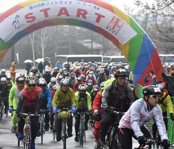 自転車愛好家が集う雪の回廊ファンライド(昨年の様子)