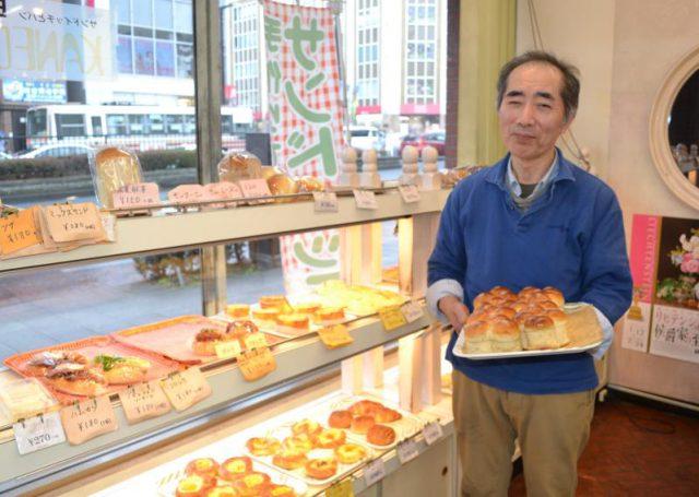 「お客さんは年配の人から近くの会社員まで幅広いですね」と語る江連さん