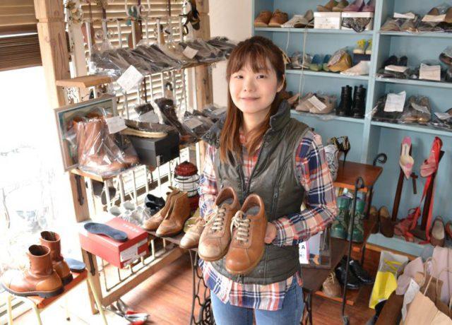 田村さんが修理を手掛けた靴がずらりと並ぶ店内。オープンから間もなく6年、リピーターも多いという