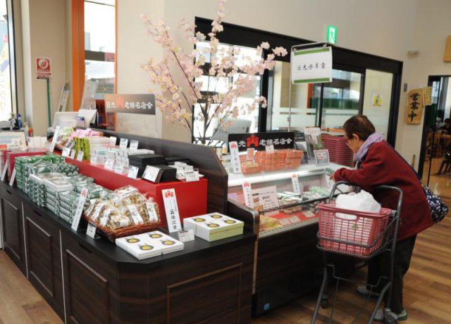 道の駅の商業施設に設けられた「日光老舗名店会」のコーナー